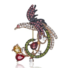 Natural animals Brooch pins Bee Dragonfly Butterfly ladybug Parrot Bird Cat lizard Brooches For women Crystal Brooch phoenix