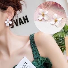 1 Pair Small Fresh Flower Earrings For Women White