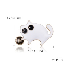 Black & White Enamel Cat Brooches for Women Holding Flower Kitty Brooch Pin Fashion Animal Accessories High Quality New 2019 Cat 1
