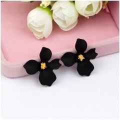 1 Pair Small Fresh Flower Earrings For Women Black