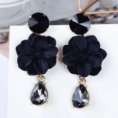 Flower crystal stud earrings Black