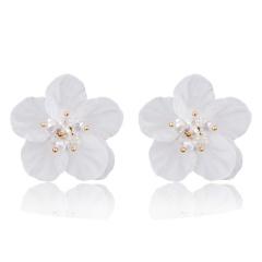 White Acrylic Flower Eearrings White Flower