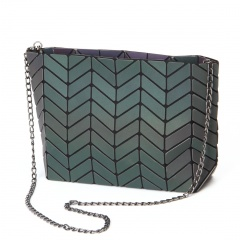 Noctilucent Tree Leaf Pattern Geometric Diamond Chain Single Shoulder Diagonal Span Package 27.5*17*7cm Black