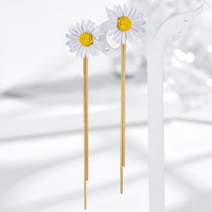 Long Tassel Small Daisy Stud Earrings White