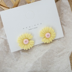 Resin miniature Daisy flower stud earrings yellow
