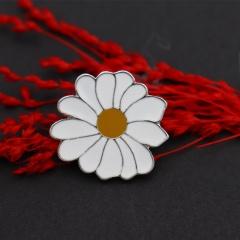 Small Daisy Badge Brooch Complete a Daisy