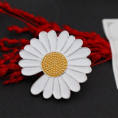 Small Daisy Badge Brooch Gap