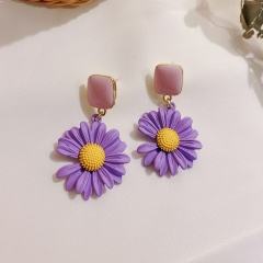 Purple Daisy Petal Stud Earrings Purple