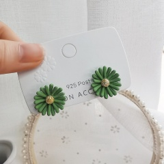 Wholesale Fashion Daisy Petal Stud Earrings Green