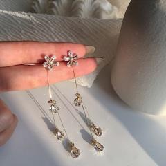 Angel Tears Fringed With Diamond Flower Earrings Golden