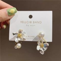 Asymmetric Flower Pearl Stud Earrings Pearl