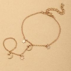 Simple tassel star and moon finger bracelet (size 19+6cm) gold