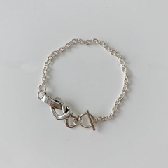 Simple hollow knotted T buckle bracelet (Circumference about 16cm) platinum