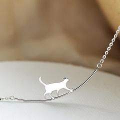 Climbing cat pendant clavicle necklace (Size: cat 1.1*1.1cm, chain length: 39+6cm) silver