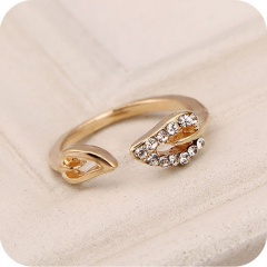 Devil tail leaf rhinestone open ring gold