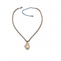 Irregular baroque pearl claw chain short necklace with rhinestones (chain length 40+5cm) gold